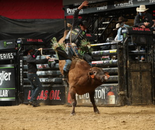 Images from the Sioux Falls PBR Unleash the Beast